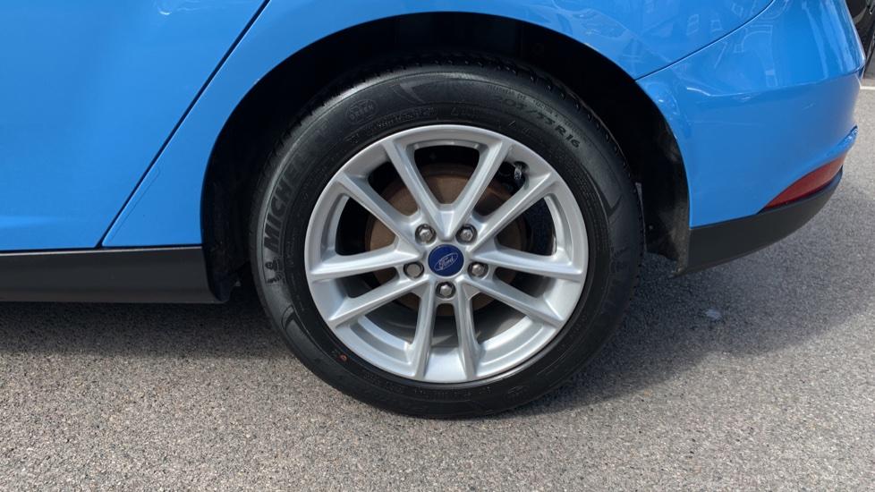 Ford Focus 1.0 EcoBoost 125 Zetec 5dr image 8