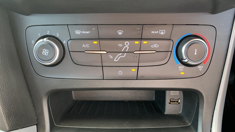 Ford Focus 1.0 EcoBoost 125 Zetec 5dr image 16