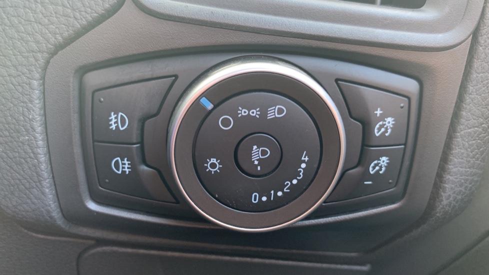 Ford Focus 1.0 EcoBoost 125 Zetec 5dr image 21