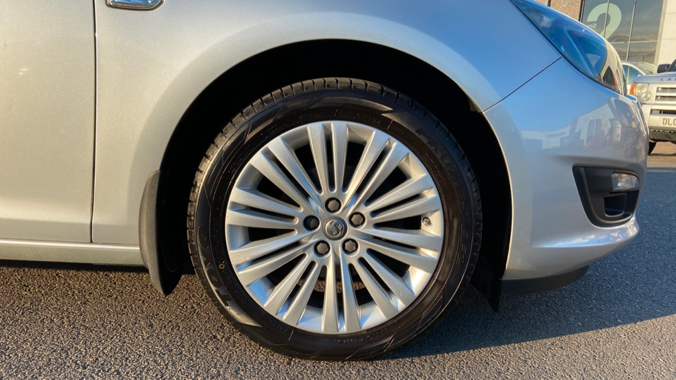 Vauxhall Astra 1.4i 16V Excite 5dr image 8
