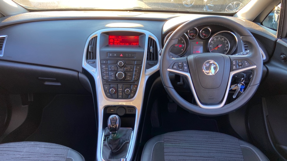 Vauxhall Astra 1.4i 16V Excite 5dr image 9