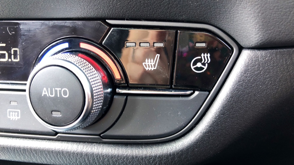 Mazda 6 2.2d SE-L Lux Nav+ 4dr image 32