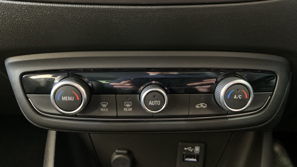 Vauxhall Crossland X 1.2T ecoTec 110 Elite Nav Start Stop image 16