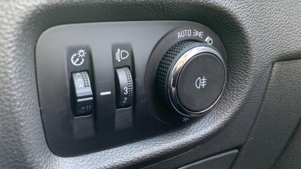 Vauxhall Astra 1.4T 16V 125 Design 5dr image 15