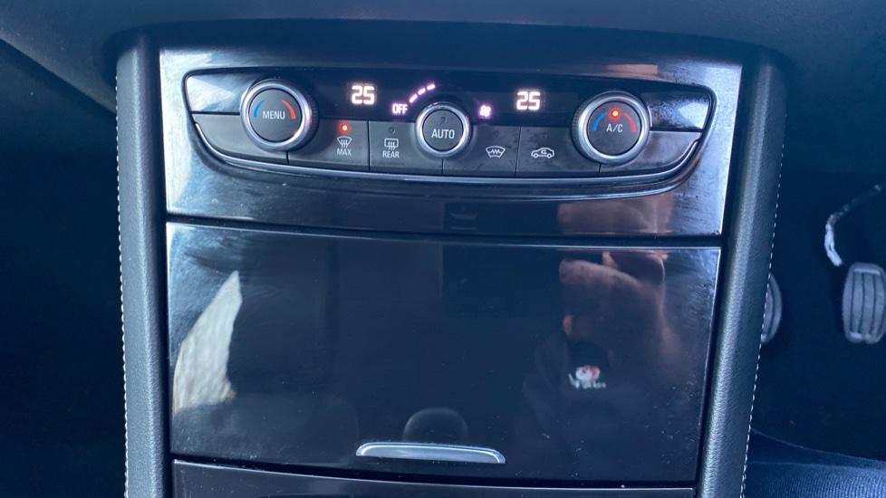Vauxhall Grandland X 1.6 Turbo D Sport Nav 5dr image 16