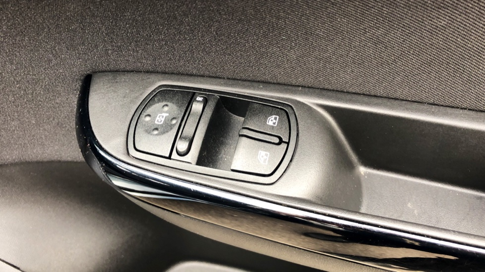 Vauxhall Corsa 1.4 Design 5dr image 12