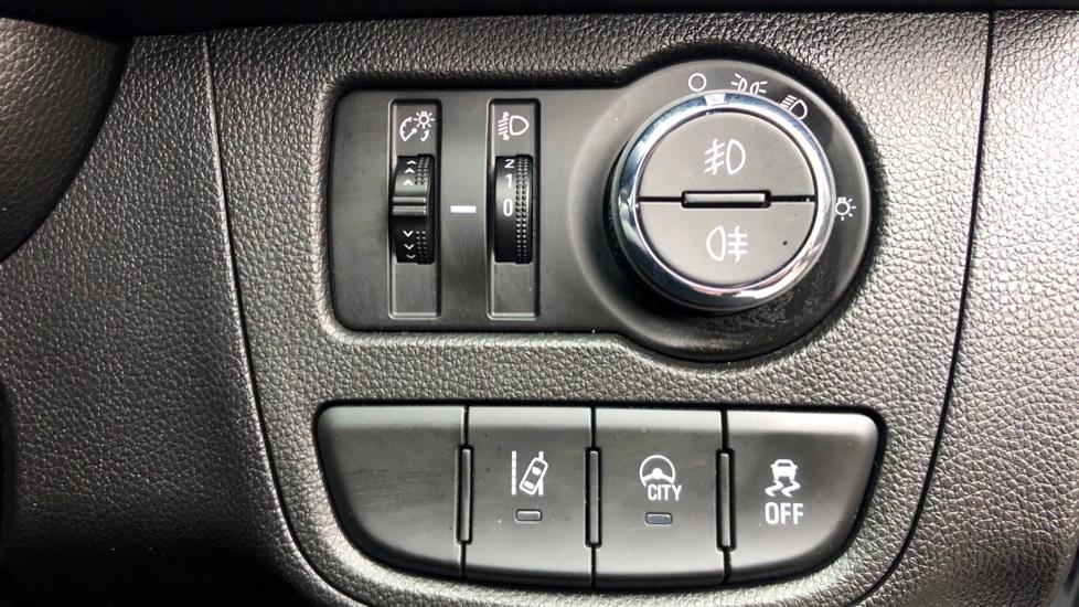 Vauxhall Viva 1.0 SE 5dr image 13