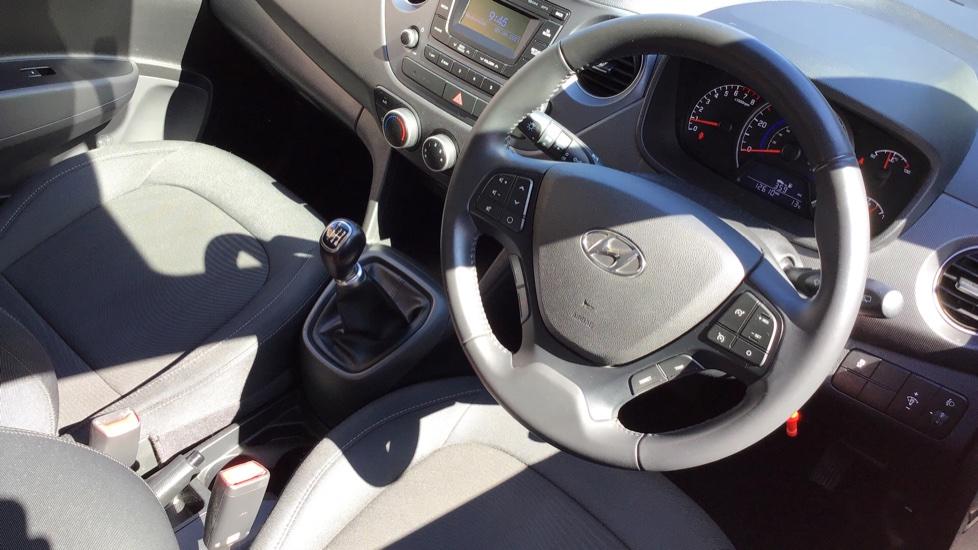 Hyundai i10 1.0 SE 5dr - Air Con, Bluetooth & Cruise Control image 12