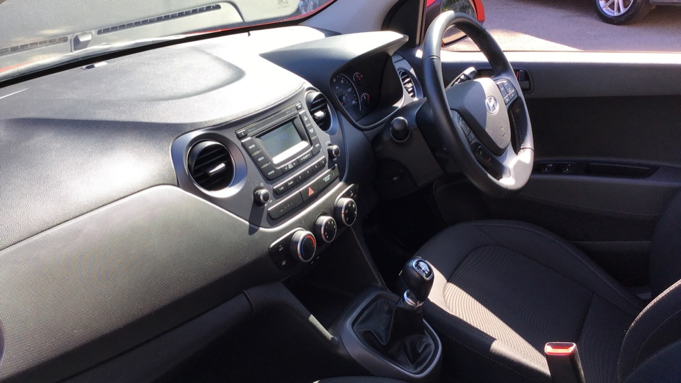 Hyundai i10 1.0 SE 5dr - Air Con, Bluetooth & Cruise Control image 13