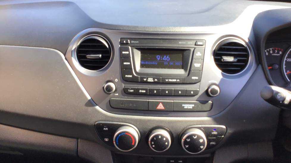 Hyundai i10 1.0 SE 5dr - Air Con, Bluetooth & Cruise Control image 15