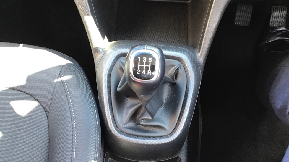 Hyundai i10 1.0 SE 5dr - Air Con, Bluetooth & Cruise Control image 17