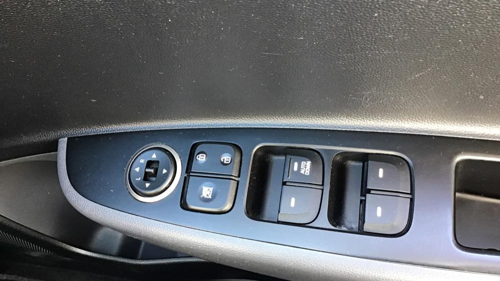 Hyundai i10 1.0 SE 5dr - Air Con, Bluetooth & Cruise Control image 20