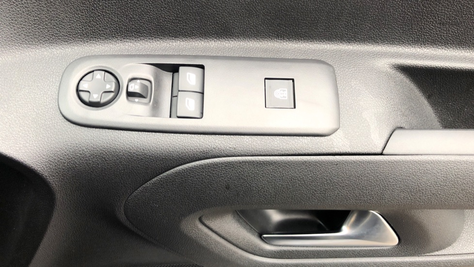 Vauxhall Combo Life 1.5 Turbo D Energy 5dr image 12