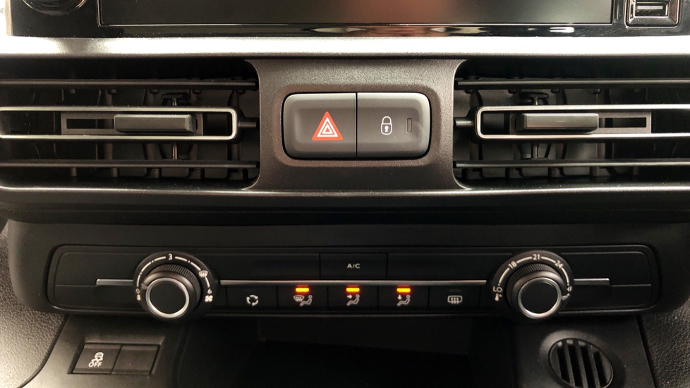 Vauxhall Combo Life 1.5 Turbo D Energy 5dr image 18