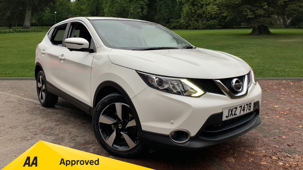 Nissan Qashqai 1.2 DiG-T N-Connecta Xtronic Automatic 5 door Hatchback (2016) at Doves Vauxhall Southampton thumbnail image