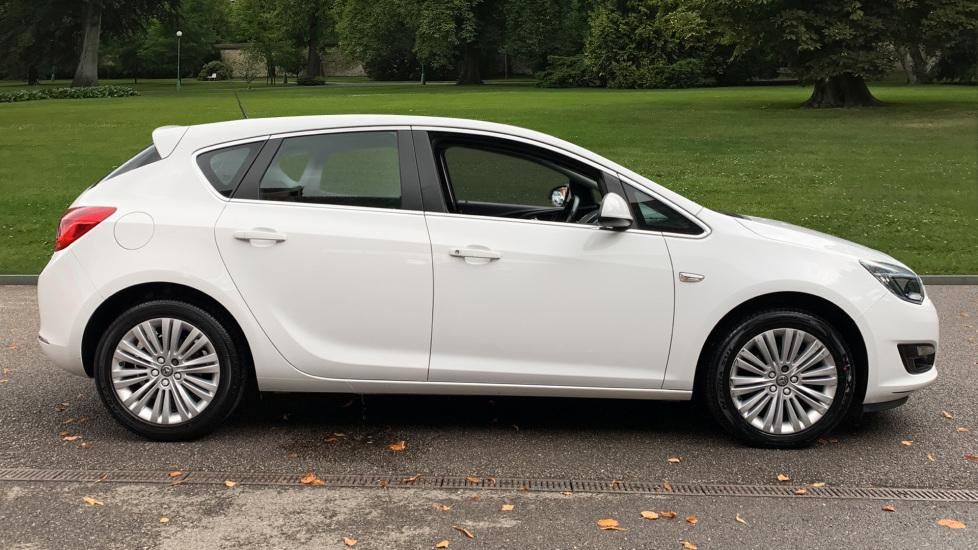 Vauxhall Astra 1.4i 16V Excite 5dr image 4