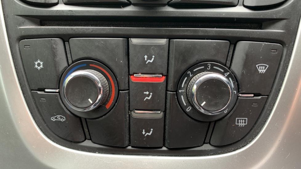 Vauxhall Astra 1.4i 16V Excite 5dr image 16