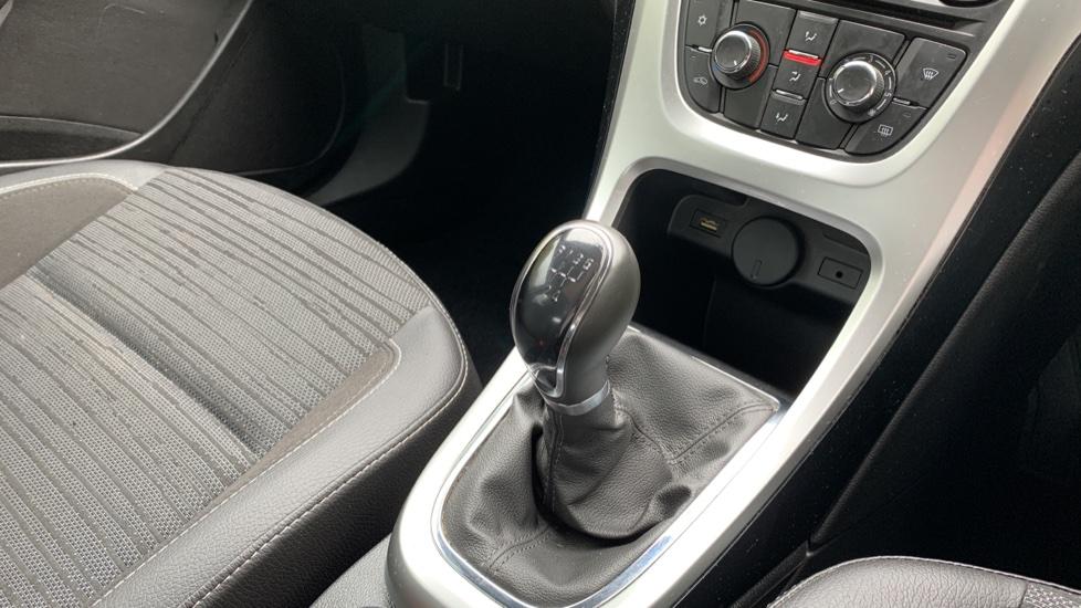 Vauxhall Astra 1.4i 16V Excite 5dr image 23
