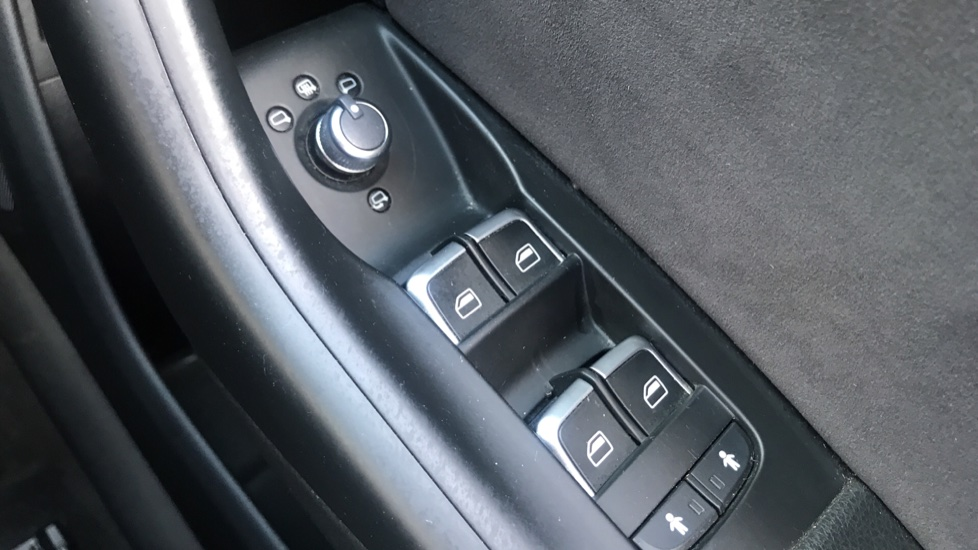 Audi Q3 2.0 TDI [184] Quattro S Line Plus S Tronic - Audi Drive Select, High-beam Assist & Sat Nav image 20