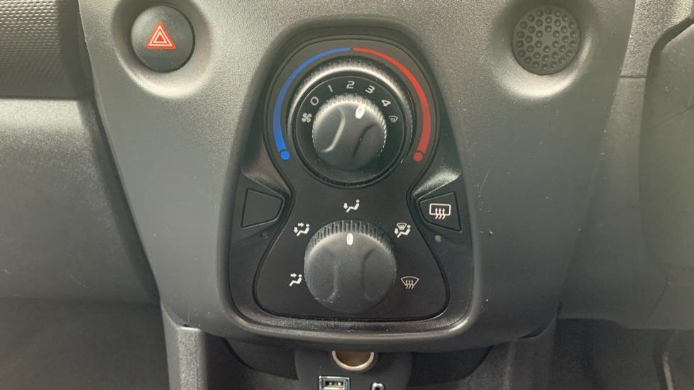 Toyota Aygo 1.0 VVT-i X 5dr image 16