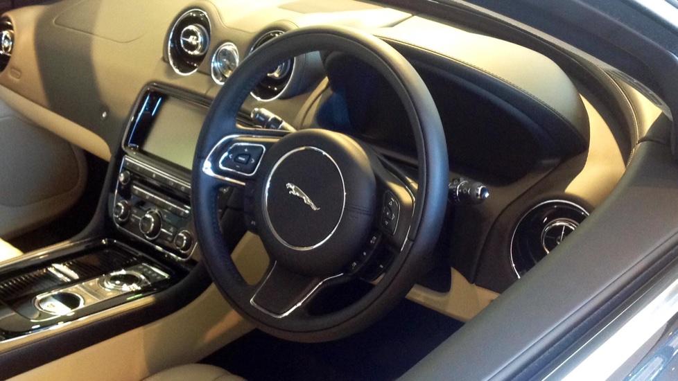 Jaguar XJ 3.0d V6 Portfolio 4dr image 3