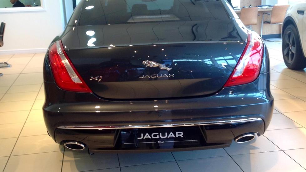 Jaguar XJ 3.0d V6 Portfolio 4dr image 5