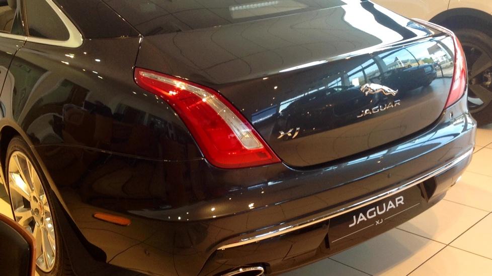 Jaguar XJ 3.0d V6 Portfolio 4dr image 6