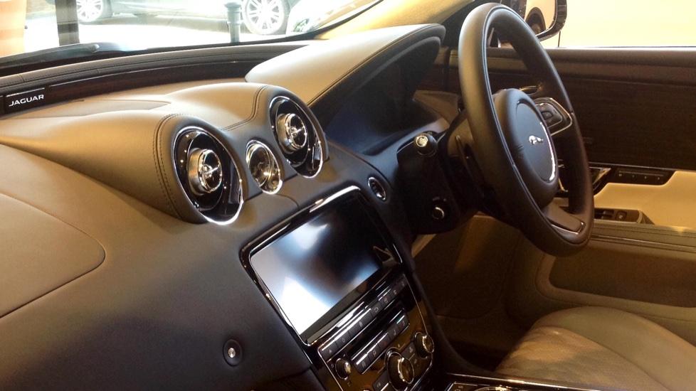 Jaguar XJ 3.0d V6 Portfolio 4dr image 9