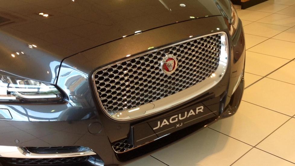 Jaguar XJ 3.0d V6 Portfolio 4dr image 11