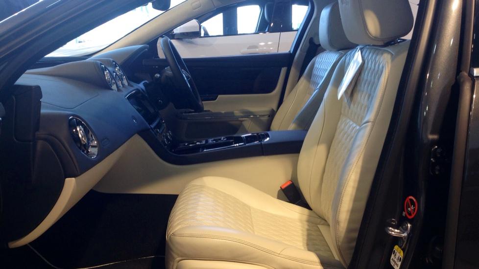 Jaguar XJ 3.0d V6 Portfolio 4dr image 13