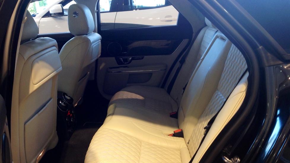 Jaguar XJ 3.0d V6 Portfolio 4dr image 14