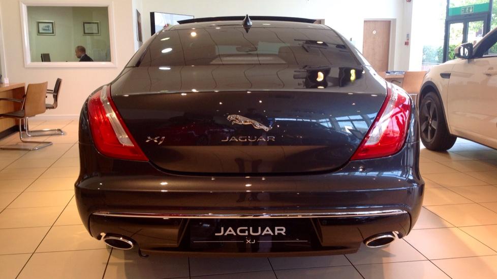 Jaguar XJ 3.0d V6 Portfolio 4dr image 16