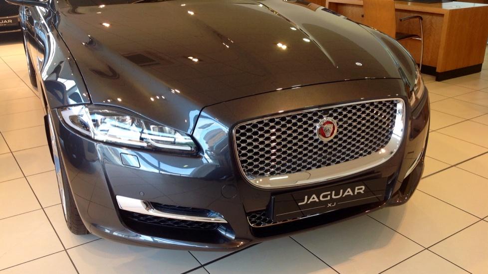 Jaguar XJ 3.0d V6 Portfolio 4dr image 17