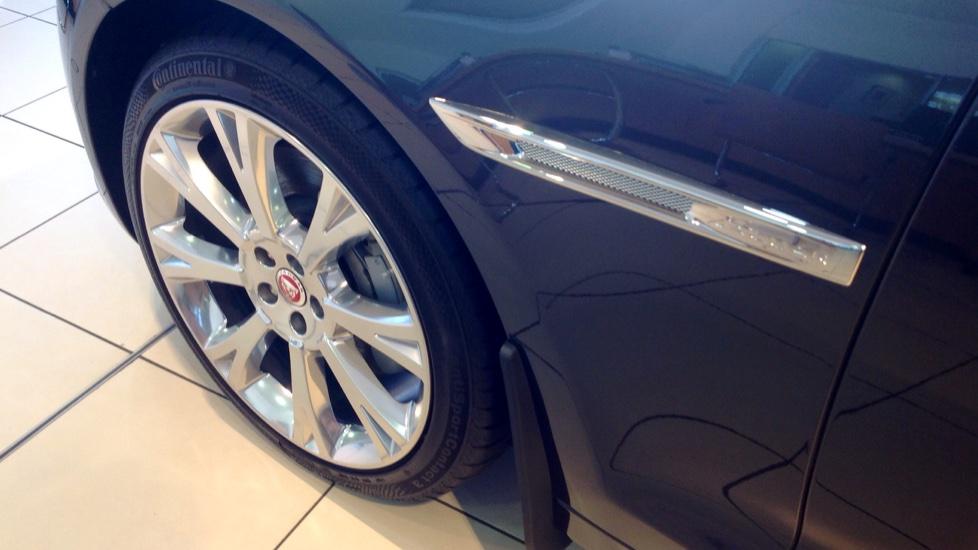 Jaguar XJ 3.0d V6 Portfolio 4dr image 21