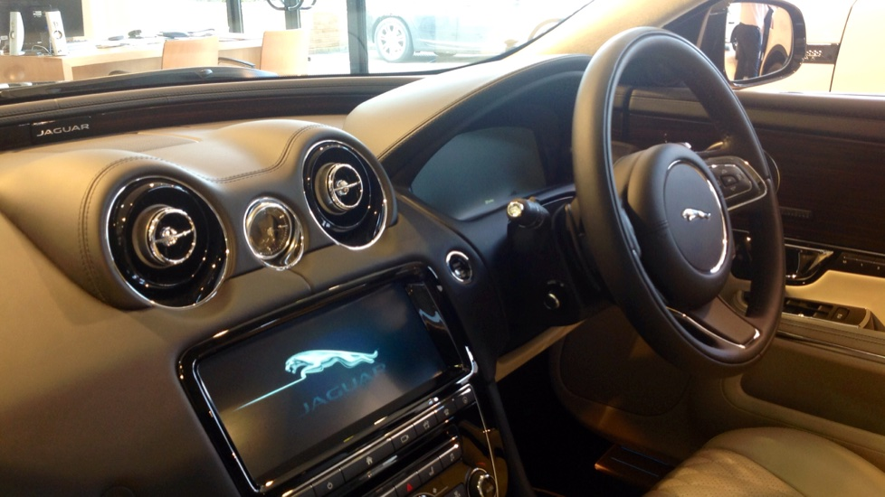 Jaguar XJ 3.0d V6 Portfolio 4dr image 23