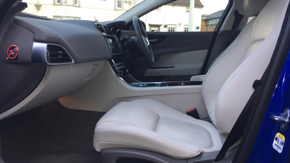 Jaguar XE 2.0d [180] Portfolio image 3
