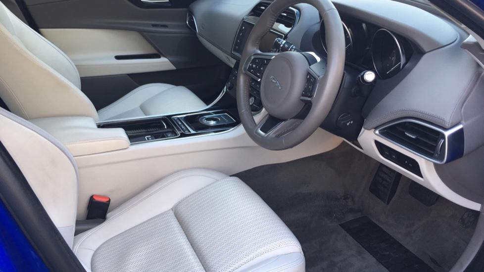 Jaguar XE 2.0d [180] Portfolio image 16