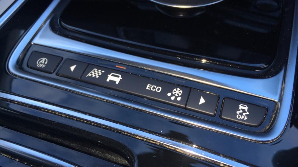 Jaguar XE 2.0d [180] Portfolio image 18