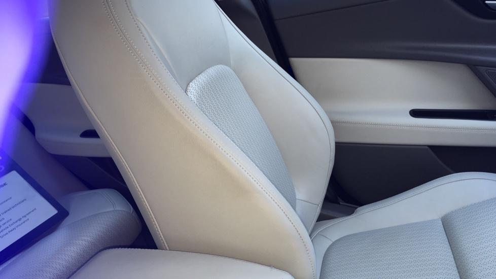 Jaguar XE 2.0d [180] Portfolio image 24