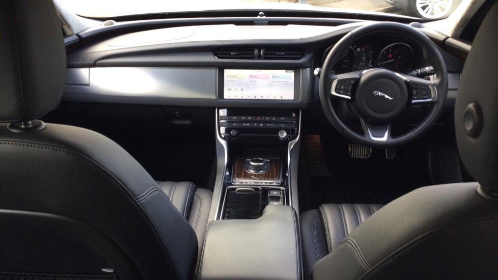 Jaguar XF Sportbrake 2.0i Portfolio 5dr image 9