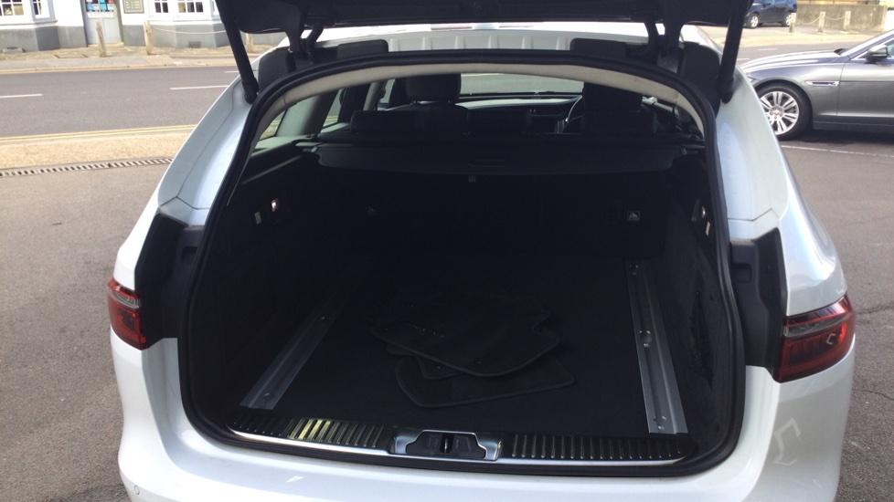 Jaguar XF Sportbrake 2.0i Portfolio 5dr image 14