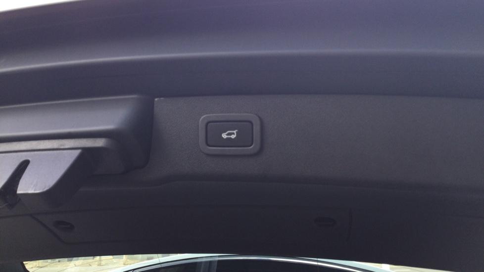 Jaguar XF Sportbrake 2.0i Portfolio 5dr image 15