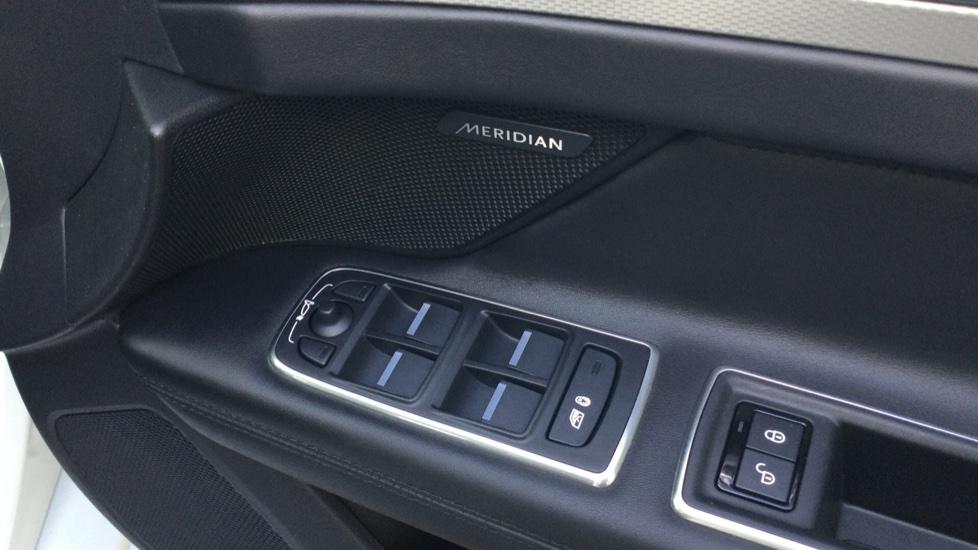 Jaguar XF Sportbrake 2.0i Portfolio 5dr image 16
