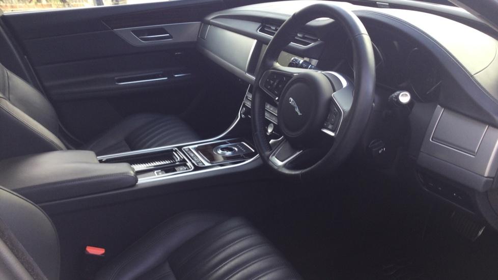 Jaguar XF Sportbrake 2.0i Portfolio 5dr image 18