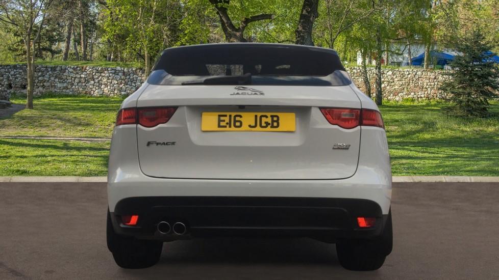Jaguar F-PACE 2.0d Portfolio 5dr AWD image 6