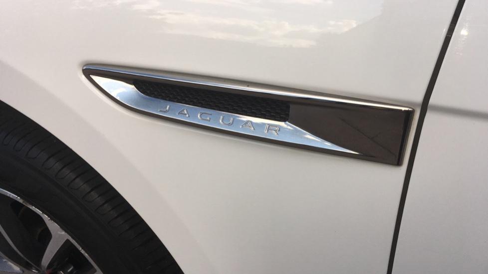 Jaguar F-PACE 2.0d Portfolio 5dr AWD image 14