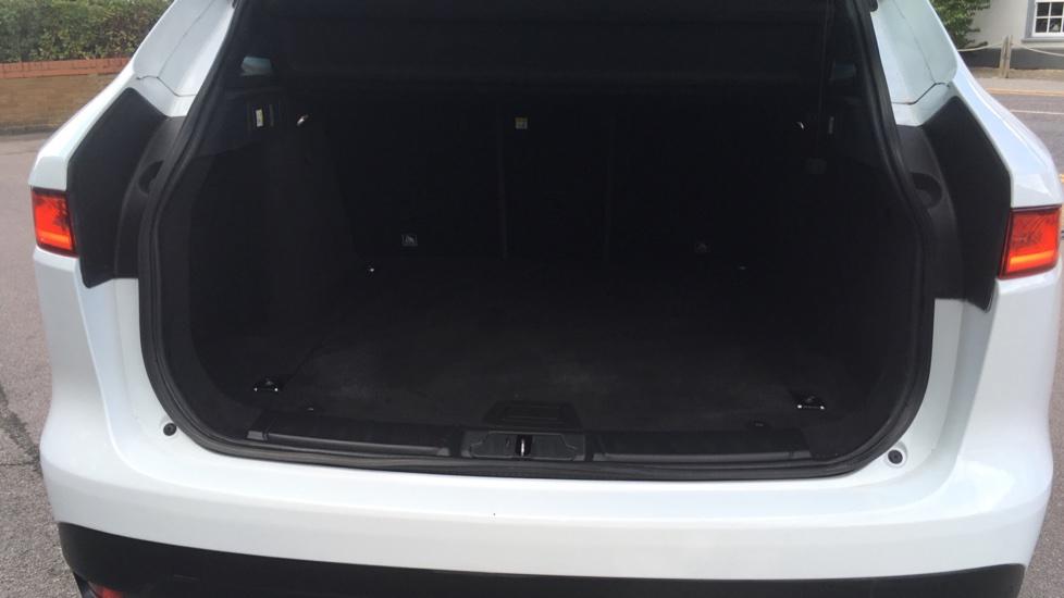 Jaguar F-PACE 2.0d Portfolio 5dr AWD image 20