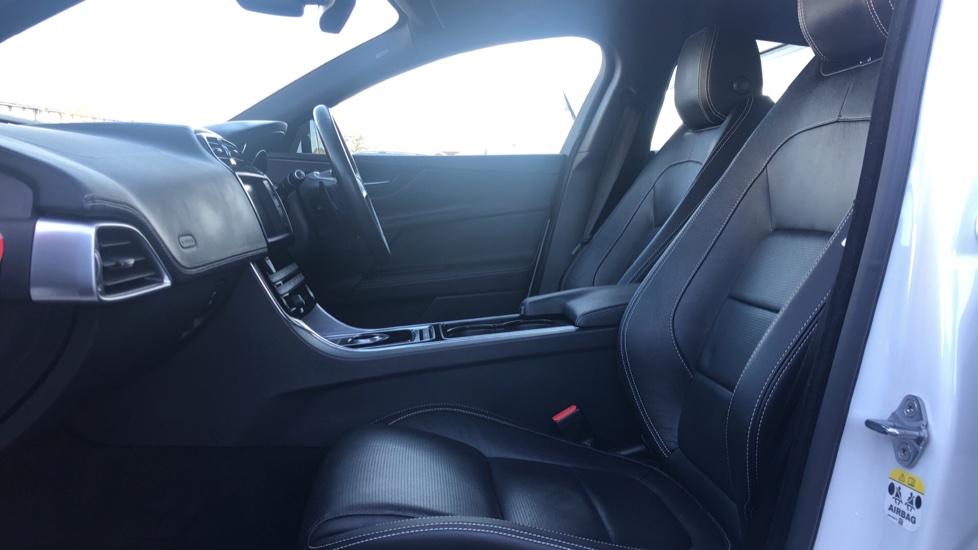 Jaguar XE 2.0 R-Sport image 3