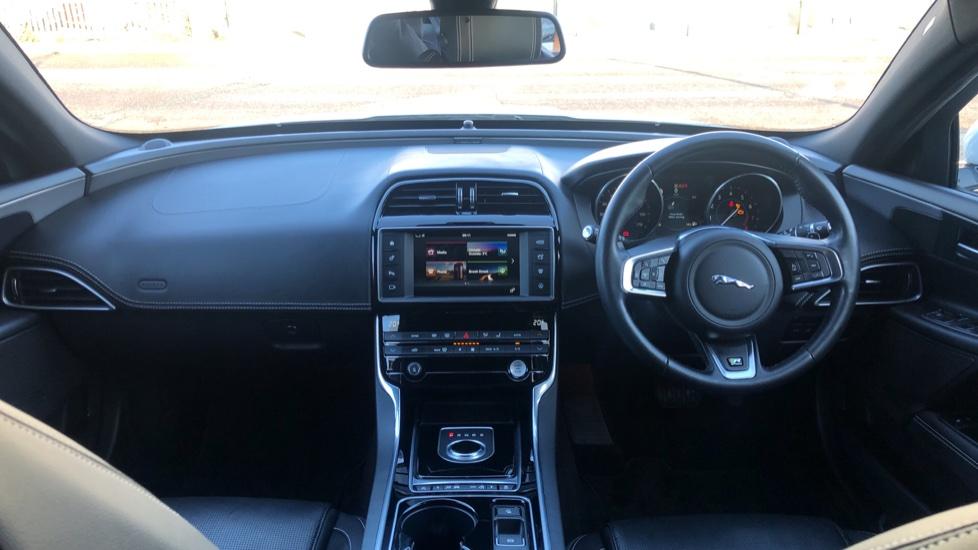 Jaguar XE 2.0 R-Sport image 9