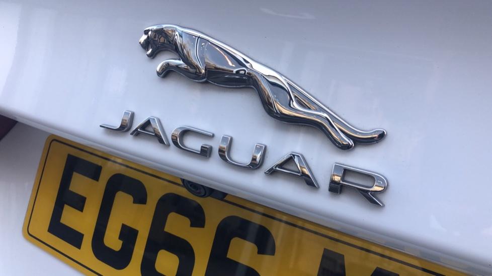 Jaguar XE 2.0 R-Sport image 20